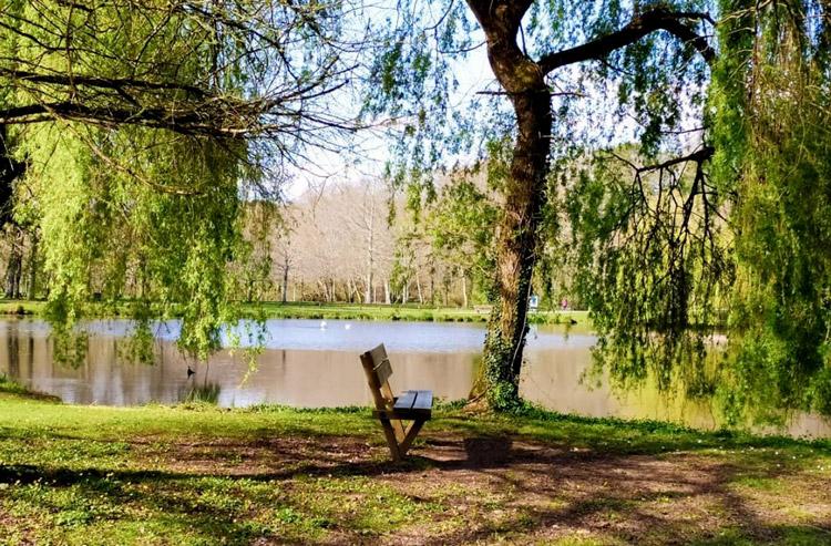 Banc au lac de Christus pour se reposer