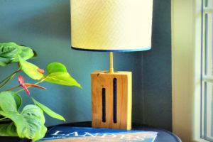 lampe en bois et voile de bateau créée par Oèst