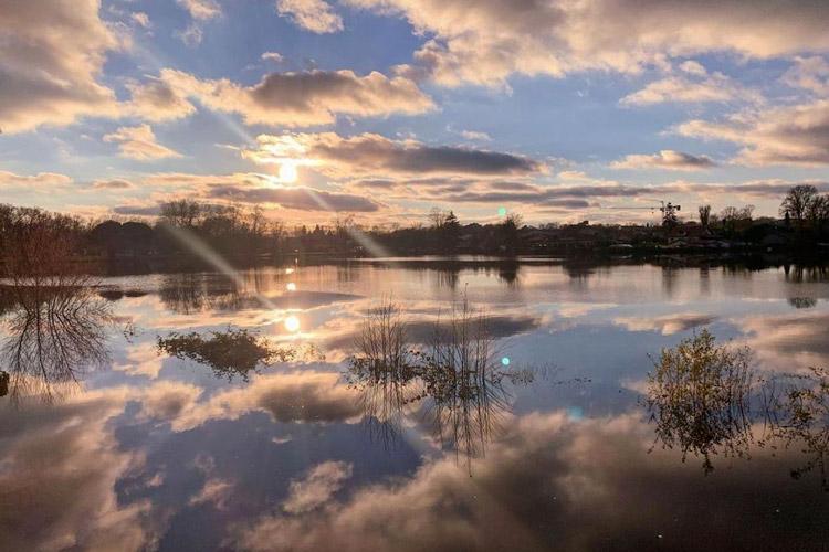 Lac de Christus à Dax avec coucher de soleil