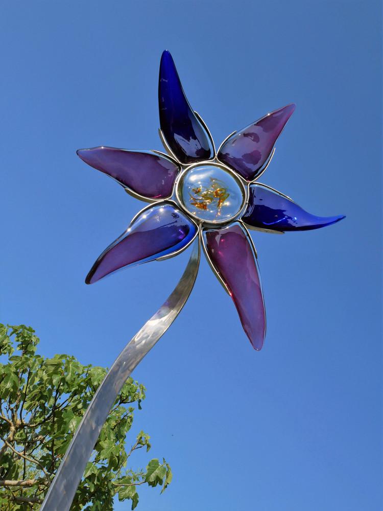 Sculpture en forme de fleur